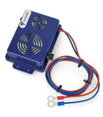 Urządzenie zasilane jest przy wykorzystaniu konektorów oczkowych.