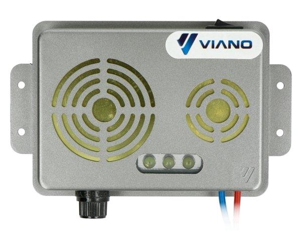Odstraszacz posiada trzy diody LED emitujące błyski stroboskopowe.