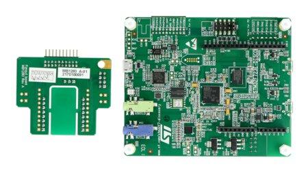 Moduł posiada wbudowany wyświetlacz dotykowy o rozdzielczości równej 240 x 240 px.