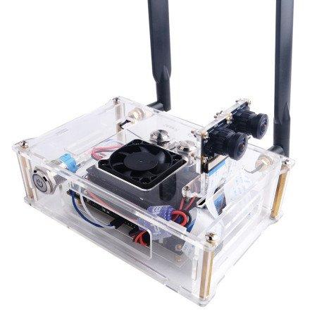 Wykonana z przeźroczystego akrylu, zapewnia ochronę i daje dostęp do wszystkich wyprowadzeń Jetson Nano.