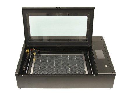 Wycinarka i grawerka laserowa Beambox Pro.